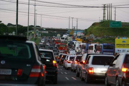 Avenida Paralela travada. Foto: Thiago Teixeira | Agência A Tarde 12.7.2009